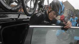 _76152291_chris_froome_ap_car